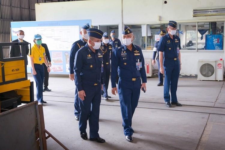 ผู้บัญชาการทหารอากาศตรวจเยี่ยมการสร้างน้องบุญอุ้ม ณ กรมช่างอากาศ